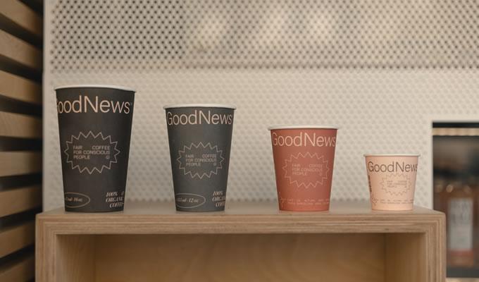 Café, otras bebidas y aperitivos saludables se venden, además de prensa, en el quiosco Good News